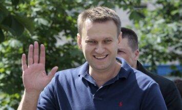 Uz īsu brīdi aizturēts Krievijas opozīcijas līderis Navaļnijs
