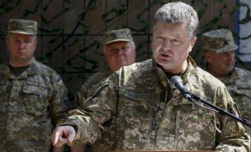 Porošenko izsludina armijā augstāko kaujas gatavību