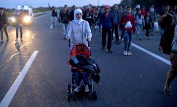 Dānijā slēdz automaģistrāli uz Zviedriju ejošu migrantu dēļ