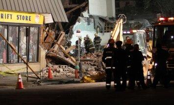 Seši cilvēki gājuši bojā sagrūstot ēkai Filadelfijā (+FOTO)