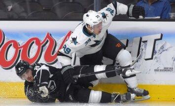 Stenlija kausa ieguvēji 'Kings' NHL sezonu sāk ar smagu zaudējumu