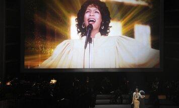 Losandželosā noticis Vitnijas Hjūstones piemiņas koncerts