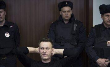Krievijas opozicionārs Navaļnijs atbrīvots no ieslodzījuma