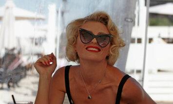 Krāšņi kadri: Jūrmalā izvēlēta Merilinas Monro līdziniece