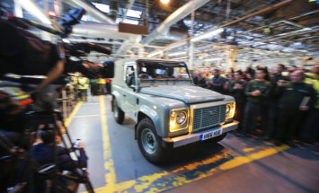 'Land Rover' pātraucis leģendārā 'Defender' ražošanu