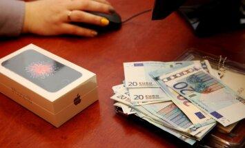 Foto: Pirmie veiksminieki Latvijā tiek pie jaunā 'Apple iPhone SE'