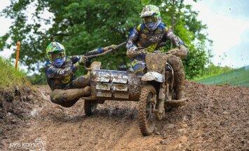 Divi latvieši uz pjedestāla pasaules čempionātā motokrosā blakusvāģiem Vācijā