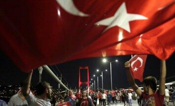 Пока ЕС критикует Эрдогана, в Турции ввели режим ЧП: как изменится жизнь людей