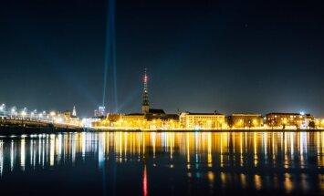 Foto: Galvaspilsēta iemirdzas 'Staro Rīga' gaismās – košāko objektu izlase