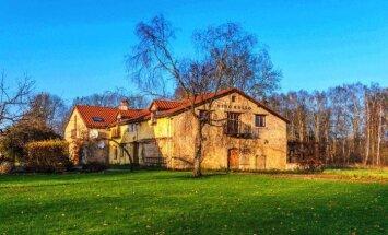 Par 258 000 eiro pārdošanā nonāk Kokneses viesu nams 'Vino Rosso'