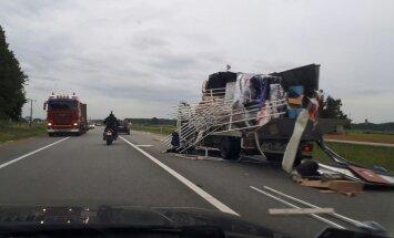Foto: Avārija pagriezienā uz Carnikavu