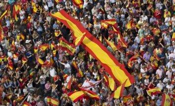 Foto: Madridē tūkstošiem cilvēku pauž atbalstu Spānijas vienotībai
