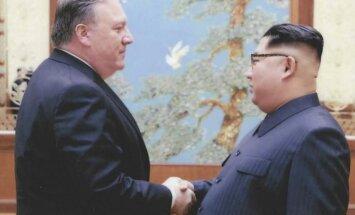 Ziemeļkoreja no ieslodzījuma atbrīvo trīs ASV pilsoņus