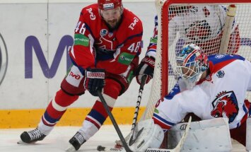 Policija aizturējusi Omskas 'Avangard' spēlētāju Musatovu par nekaunīgu izturēšanos alkohola reibumā