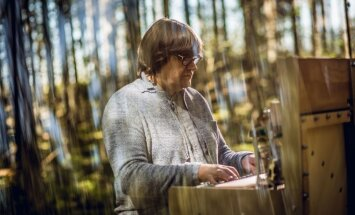 Noskaties! Jāņa Lūsēna skaņdarba 'Aiz ezera...' un video tapšanas aizkadri
