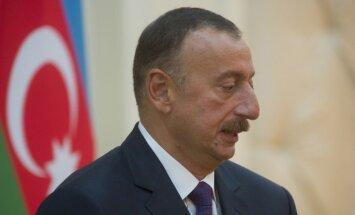 HRW: Tuvojoties vēlēšanām, Azerbaidžāna izvērš represijas pret kritiķiem