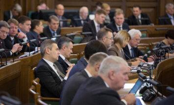 Puse Latvijas iedzīvotāju neuzticas partiju popularitātes reitingiem