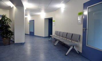 Foto: Atklāj par 1,28 miljoniem atjaunotās nodaļas Jūrmalas slimnīcā
