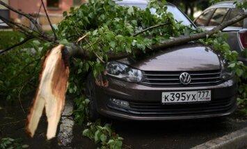 Spēcīgs negaiss Maskavā prasījis vairāku cilvēku dzīvības