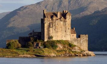 Karalisks ceļojums: 9 vēsturiskas un neparastas pilis Britu salās