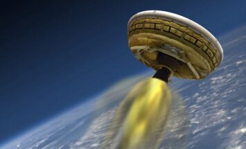 NASA piektdien plāno izmēģināt 'lidojošo šķīvīti'