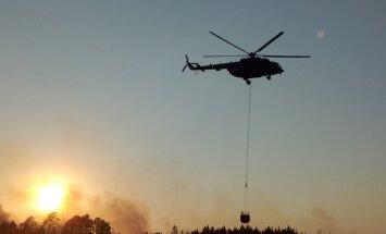 Video: Kā NBS ar helikopteru dzēš meža ugunsgrēku Valdgales pagastā