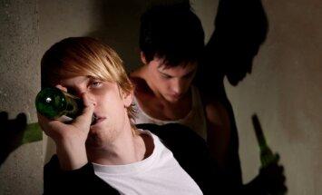 Deputāti konceptuāli atbalsta stingrākas prasības alkohola ierobežošanai jauniešu vidū