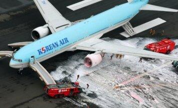 "ФОТО, ВИДЕО: В аэропорту Токио загорелся корейский ""Боинг"""