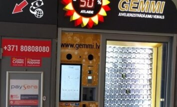 ФОТО: В Латвии заработал первый вендинговый аппарат по продаже ювелирных украшений