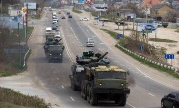 Separātisti ar trim tankiem apšaudījuši Luhanskas lidostu