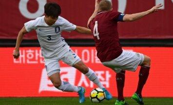 Foto: Latvijas futbola izlase pārbaudes mačā zaudē Dienvidkorejai