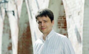 Uzturēšanās atļauju tirgošana apdraud Latvijas nacionālo drošību, pārliecināts NA deputāts Šnore