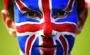 Пострадавших от ненависти в Британии латвийцев просят написать письмо в посольство