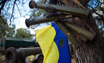 Eksperiments: Harkovas centrā aktīviste pastaigājas ar granātmetēju; cilvēki ir vienaldzīgi