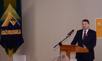 Ar Raimonda Vējoņa vadīto mācību stundu Ādažos sākusies akcija 'Iedvesmo mācīties'