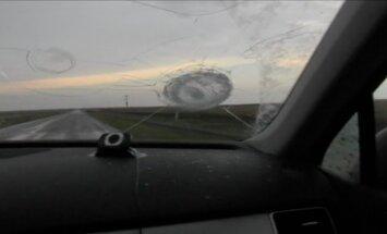Video: ASV milzu krusa sadauza automašīnas