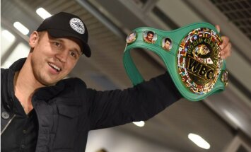 Video: WBC čempionu Briedi sagaida Rīgā