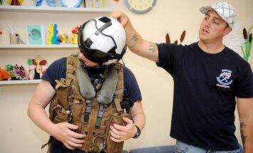 Foto: ASV karakuģa jūrnieki nāk talkā Bērnu slimnīcai
