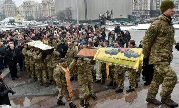 Austrumukrainā nogalina divus Ukrainas karavīrus