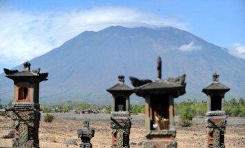 Bali izsludināts brīdinājums saistībā ar vulkāna Agunga aktivitātēm