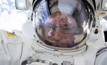 Kosmosa kovboji atgriežas no garas misijas ar brīnišķīgām fotogrāfijām