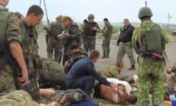 Video: Evakuē apšaudē ievainotus ukraiņu karavīrus