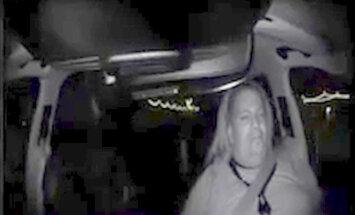 ASV policija publicējusi video ar 'Uber' bezpilota auto traģisko avāriju