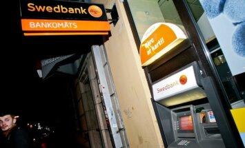 Neaizpildītas anketas dēļ 'Swedbank' klientam dzīvokļa pirkšanas laikā nobloķē kontu