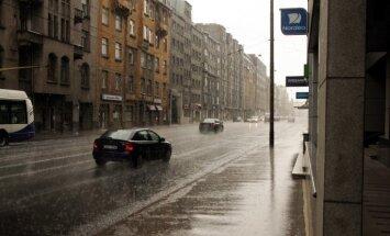 Putekļu daudzums Rīgas gaisā mazinās, pauž Vides pārvalde
