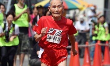 105 gadus vecs onkulis uzstāda rekordu 100 metru sprintā