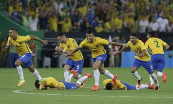 Brazil s players reacts as Neymar scores