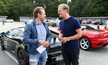 Foto: Lepers un Zommers Biķernieku trasē brauc ar 'Ferrari' un 'Lamborghini'
