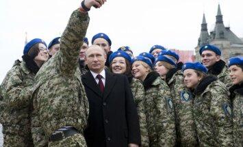Лидер военного времени. 20 фото, на которых президент России и армия России — едины