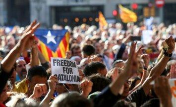 Spānija ES pauž aizdomas par mēģinājumiem iejaukties Katalonijas situācijā